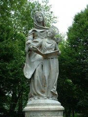 ste_anne_auray_statue.jpg