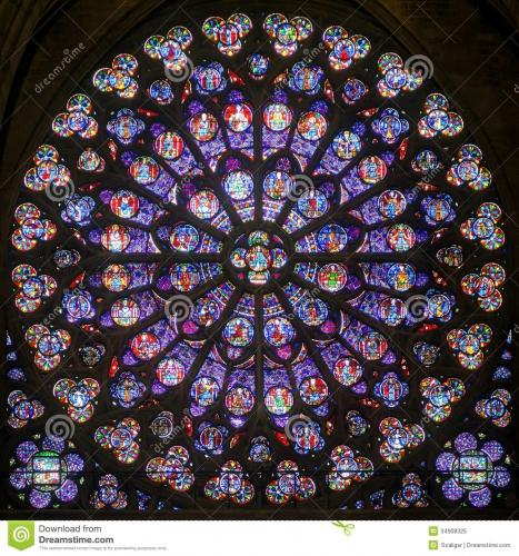 fenêtre-en-verre-teinté-de-rose-dans-la-cathédrale-de-notre-dame-de-pari-34908325.jpg